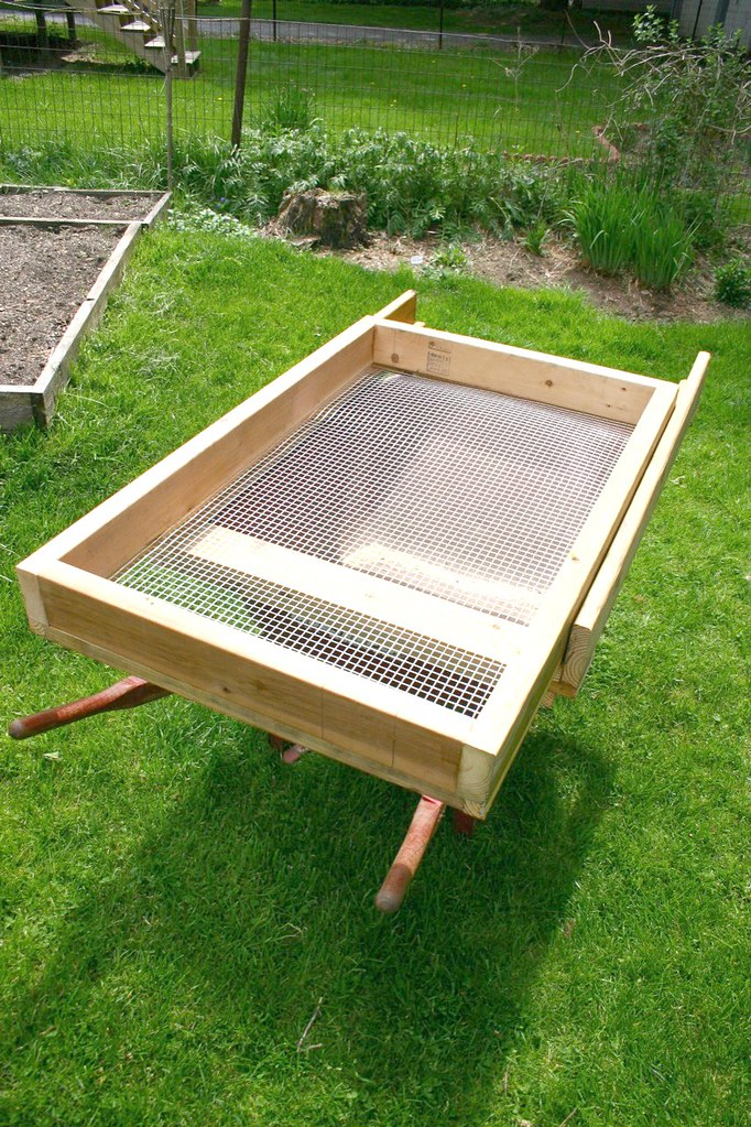 how to make a compost sifter