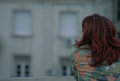 Mellon Collie (Rodrigo Piedra) Tags: girl buildings tristeza melancholy melancolía pelirroja pensativa girlsback urbanmelancholy melancolíaurbana girlstaringatbuildings