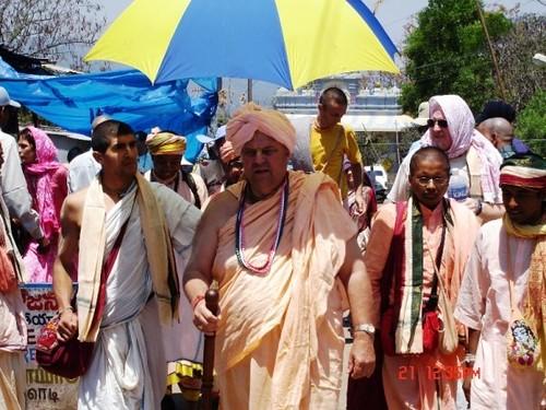 H H Jayapataka Swami in Tirupati 2006 - 0031 por ISKCON desire  tree.