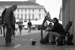 The harpist and the Tourist (Vincenzo Giordano) Tags: street musician white man black torino nikon strada artist tourist piemonte piazza harp nikkor turin bianco piedmont nero arpa piazzasancarlo artista musicista sancarlo 55200 d40 vincenzogiordano