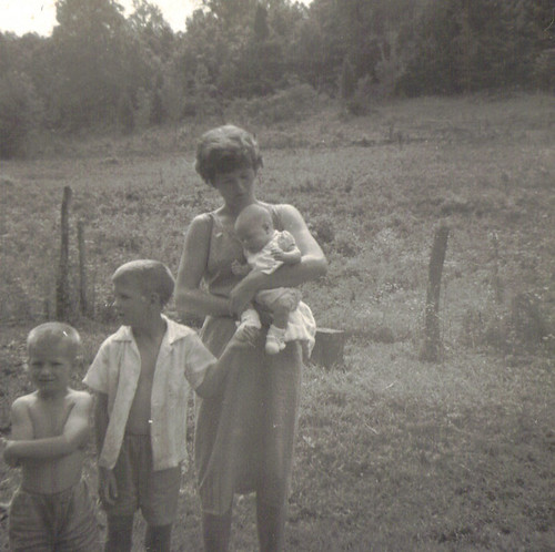 july4,1964-betty,marty(5wks,5daysold),t,wayne
