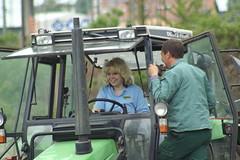 Judith rockt den Acker (RallyeFernost) Tags: team uni universitt blau halle rallye pflug fernost pflgen agrarolympiade