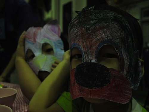 rouyong wearing mask