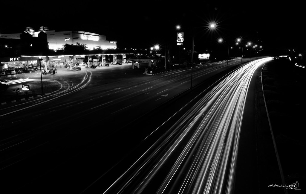 Night Life | B&W (by Sir Mart Outdoorgraphy™)