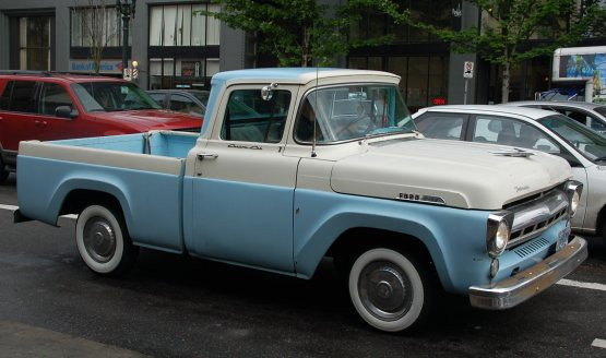 DSC_0381p_555_blue_white_pickup