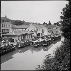 Docking (dirtmerchantrmx) Tags: uk england blackandwhite bw 120 6x6 film water mediumformat boats canal fuji iso400 hasselblad 500c neopan 80mm carlzeiss np400pr planarf28