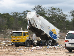 Logan City Split Truck (AussieGarbo) Tags: city trash truck jj garbage side pass engineering superior collection equipment international single rubbish vehicle council waste split logan loader recycling richards services divided landfill iveco acco sons automated pak asl unloading jjr