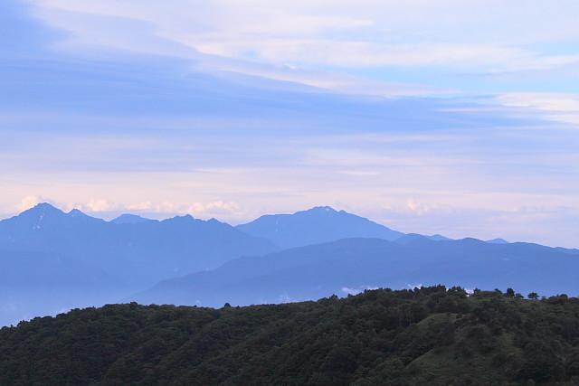 空と山並み