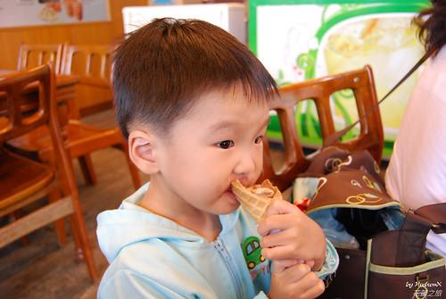 宇哥嗑蜆仔冰淇淋