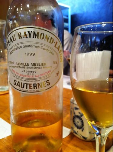貴腐ワインです。酒屋価格で一万円ぐらい。締めにはベストか。8月に亡くなった友人の追善です。