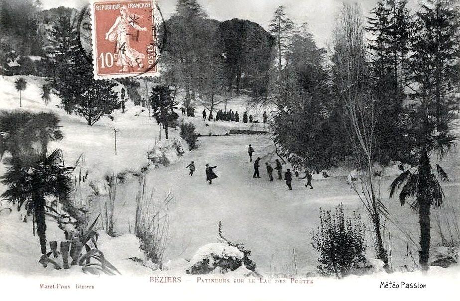 patineurs sur le lac des Poètes gelé à Béziers en janvier 1914