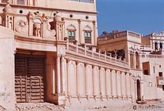 199909 Yemen Hadramaut (53) Tarim (Nikobo3) Tags: asia orientemedio arábiga arabia penínsulaarábiga yemen hadramaut tarim desierto desiertoramlatassabatayn paisajes arquitectura architecture culturas travel viajes nikon nikonf70 f70 sigma70300456 fujicolorsuperia100iso película nikobo joségarcíacobo flickrtravelaward ngc