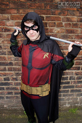 IMG_1943.jpg (Neil Keogh Photography) Tags: batman cape dc gold toppants tv jumpsuit red female utilitybelt male staff armour film mask manchestersummerminicon videogames cosplay black green cosplayer comics dccomics robin
