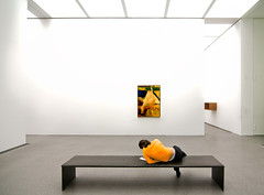 Composition in Yellow and White (yushimoto_02 [christian]) Tags: art museum painting munich mnchen arte interior kunst moderne minimalism contemplate minimalist muenchen contemplating pinakothek interiour platinumphoto exploredcanoneosdigitalrebelxsi