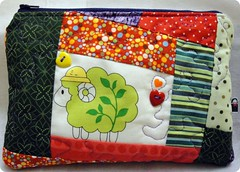 Sheep (Janana Machado) Tags: bag crazy quilt sheep quilting patchwork bolsa handbag pouche ncessaire bolsapatchwork bolsadetecido janainamachado bolsaartesanal cosmeticpouche bolsacasual