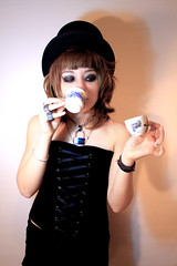 ... (odinnemesis) Tags: cup girl beauty hat canon chica tea te sombrero taza noia belleza mireia 500d llop ludevid odinnemesis