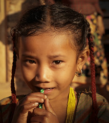 La matita (Helambu Valley-Nepal) (nepalbaba) Tags: nepal portrait girl pencil trekking children child bambini 2008 ritratto mb matita bambina supershot mywinners helambuvalley nepalbaba kernotart virgiliocompany