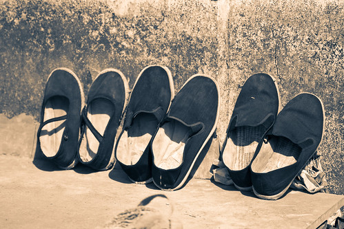 Tongli Shoes (by niklausberger)