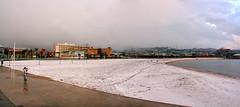 Playa  y  nieve (Urugallu) Tags: costa canon nieve asturias playa gijon xixon asturies arbeyal mywinners playadelarbeyal urugallu playaynieve