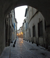 Sera a Beaucaire (fotomie2009) Tags: building old village francia vicoli alley lane france twilight beaucaire gard linguadoca languedoc perspective evening sera soir