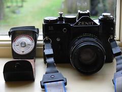 Zenit 11 (Ewan Bellamy) Tags: black slr strap filmcamera russian fz30 helios zenit11 44m4 seconicevautolumi seliumlightmeter