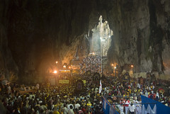 Crowd in the cave (sm4rtus) Tags: pentax crowd malaysia limestone cave hindu tamil batucaves thaipusam k200d