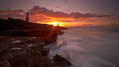 Portland Bill Lighthouse (tuxahanoi) Tags: lighthouse sunrise portland dorset portlandbill