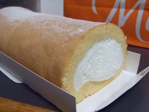 堂島ロール、広島は三越で取り扱い ふわふわ人気のロールケーキ