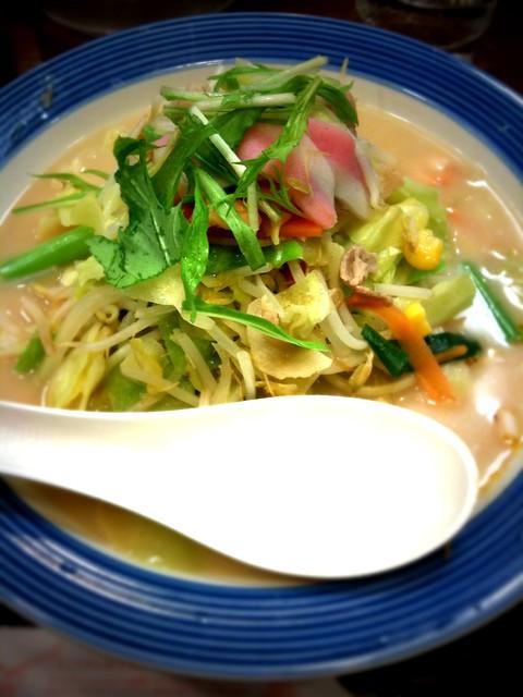 野菜たっぷりちゃんぽん VS ラーメン二郎