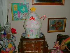 Giant cupcake ! (The Solitary Raven) Tags: art glitter display sweet cupcake fantasy whimsical