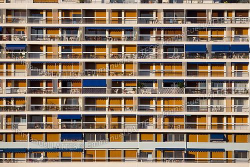 Immeuble résidentiel sur la rive droite du lac d'Allier (Vichy (03200), France).