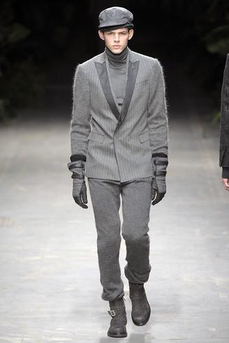 Tom Nicon3108_FW10_Milan_Costume National_HQ(diorboy@mh)