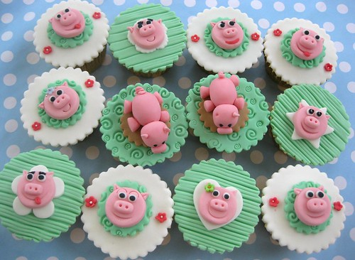 pigs cupcakes set