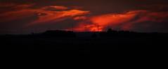 instante de amanecer (chejoma) Tags: naturaleza color nature amanecer nubes nuage nuages couleur rayosdesol castillalamancha nuageux almansa