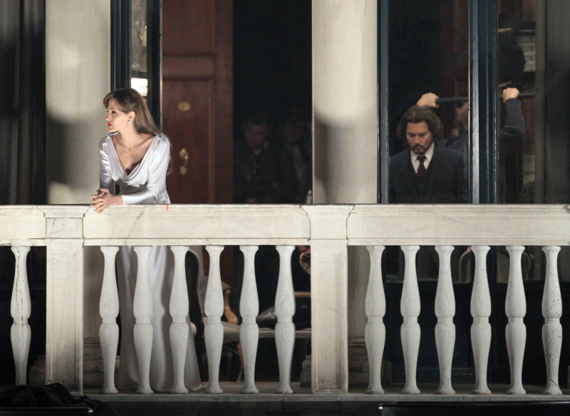 Johnny Depp and Angelina Jolie The Tourist balcony