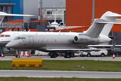 OE-HVJ - 20200 - Vista Jet - Bombardier BD-100-1A10 Challenger 300 - 100331 - Luton - Steven Gray - IMG_9083