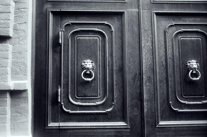 ash020410-17_door
