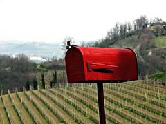 posta per il vignaiolo (Il cantore) Tags: red hills piemonte vineyards postbox rosso vigne colline cassettapostale roero 15challengeswinner canoniani
