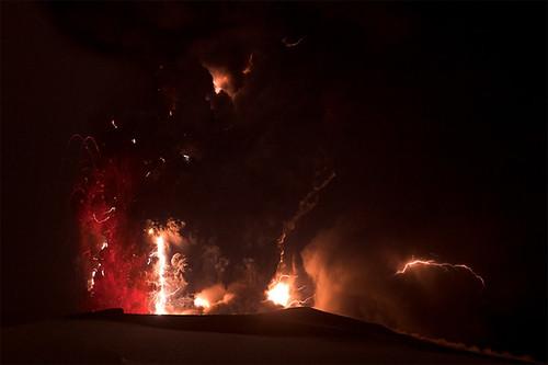 volcano-lightning-1-100420-02