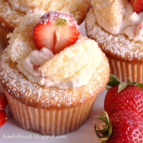 A Bowl Of Mush Strawberries Amp Cream Fairy Cakes