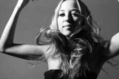 movimiento de cabello (Mariana Mu) Tags: woman white blanco girl hair mujer chica modelo sensual cabello thoughtfully pensativa