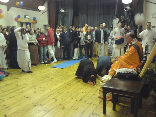 Indradyumna Swami Vyasa puja in UK 2010 -0017 por ISKCON desire  tree.