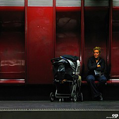 Mother (Osvaldo_Zoom) Tags: woman paris canon mom child nation mother mamma mothersday g7 9maggio metr auguriallemamme httpblogflickrneten