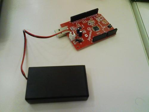 100515-153204-Japaninoと電池ボックスをつなぎました