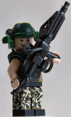 Aliens M56 Smart Gunner (Catsy [CC]) Tags: mod marine lego painted colonial aliens weapon minifig custom modification gunner bughunt smartgun catsy m56 brickarms flickr:user=catsy lego:scale=minifig