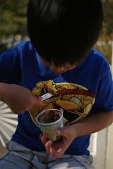 EPSN8833 (Pay a bluish oak) Tags: leica outside julian picnic eating sanjose summicron icecream epson rd1 35mmf2 berryessacreekpark digitalrangefinder