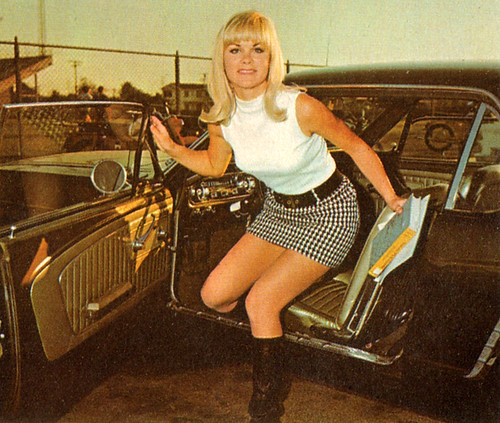 Mom In Mini Skirt 39