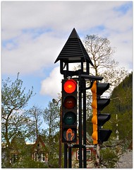 Red Light (Stella Blu) Tags: stella canada trafficlights spring blu alberta banff rockymountains banffnationalpark trafficsignals canadianrockies nikkor18200 thechallengefactory nikond5000