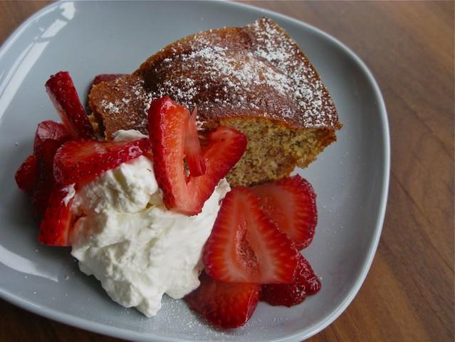 hazelnut cake 004
