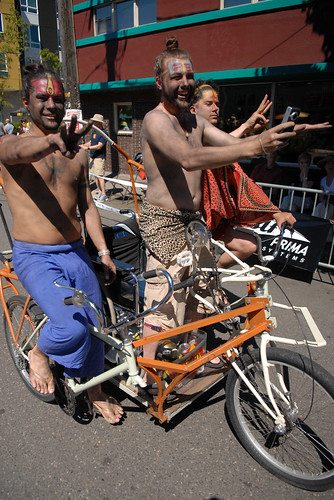 Cirque du Cycling Art Bike Parade-40